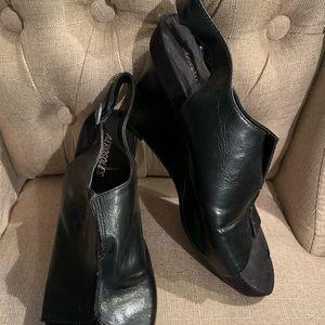Aerosoles black leather wedges size 9